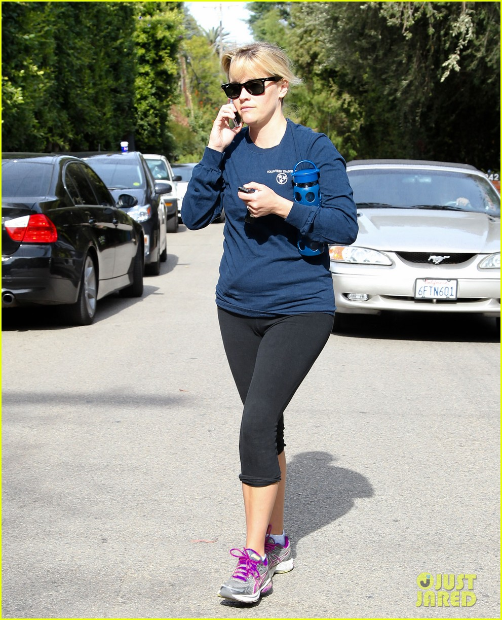 reese witherspoon visits hubby jim toth at the office 04