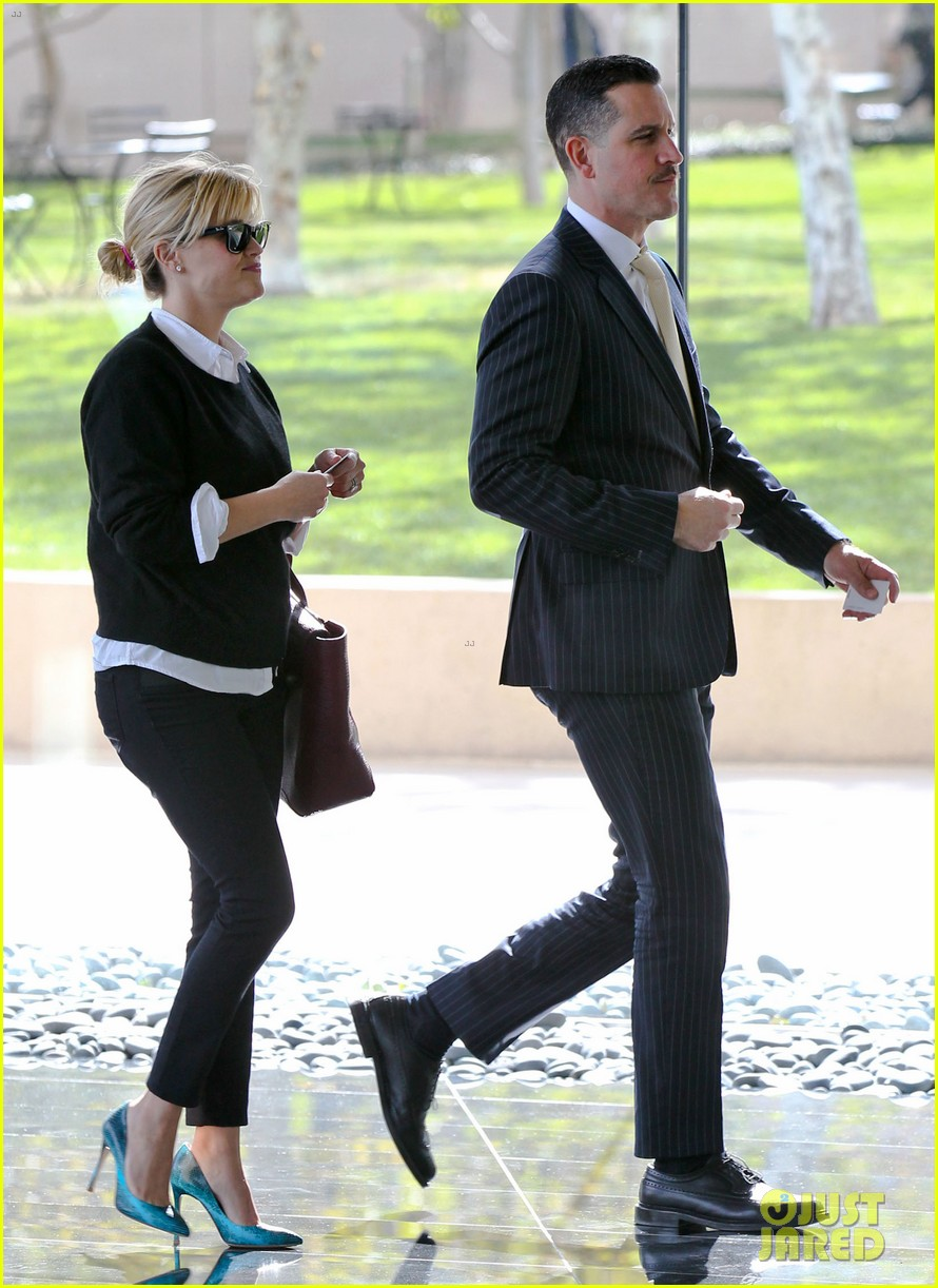 reese witherspoon visits hubby jim toth at the office 22
