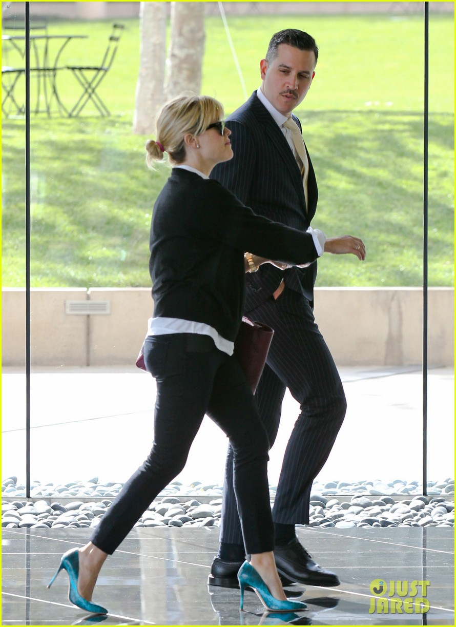 reese witherspoon visits hubby jim toth at the office 23