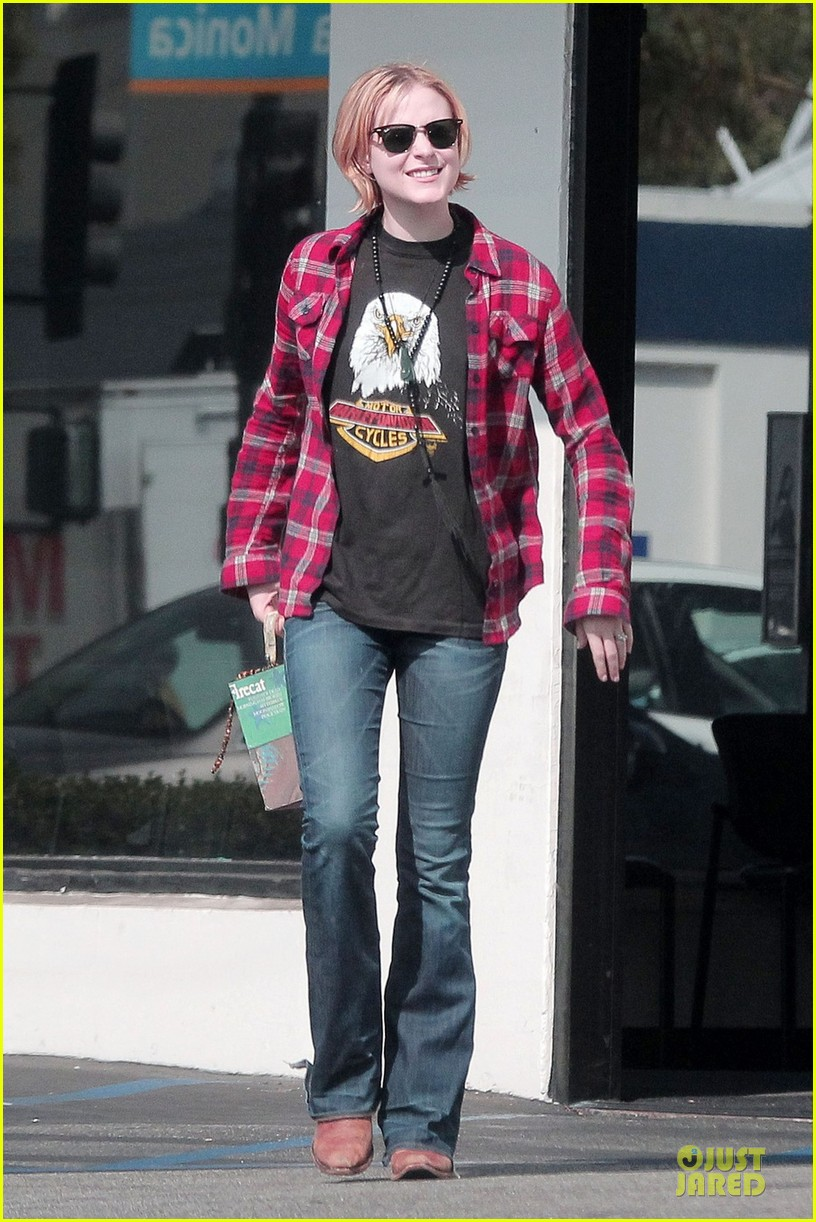 evan rachel wood jamie bell post wedding stop in santa monica 01