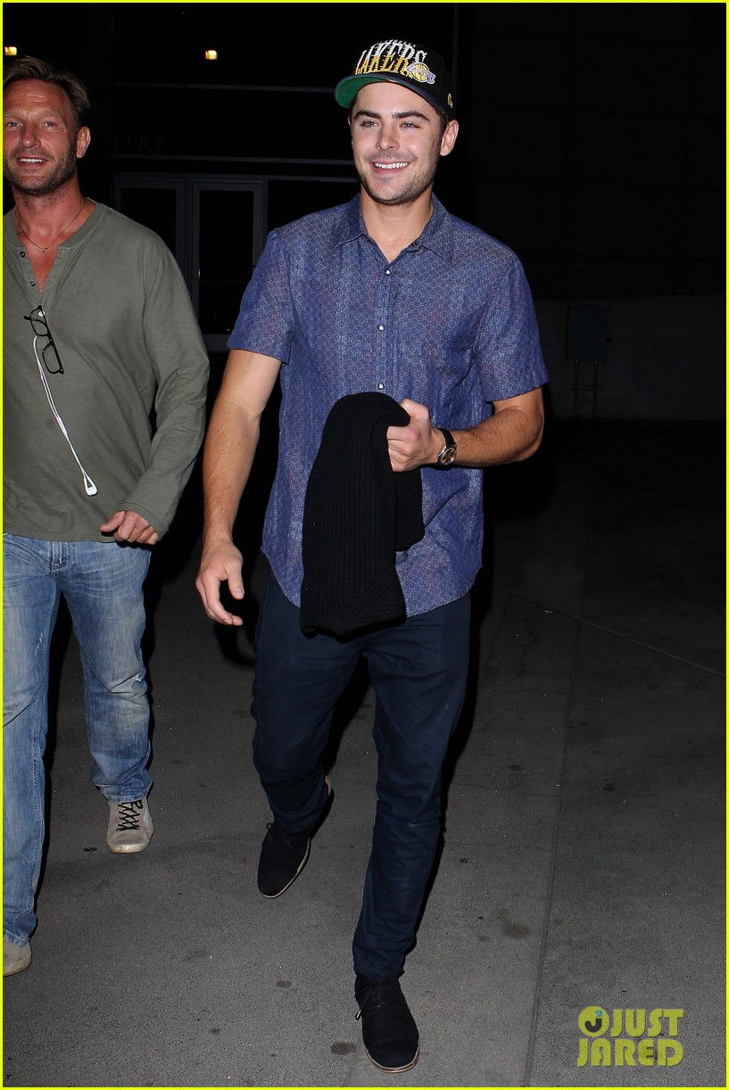 zac efron loves the lakers 01