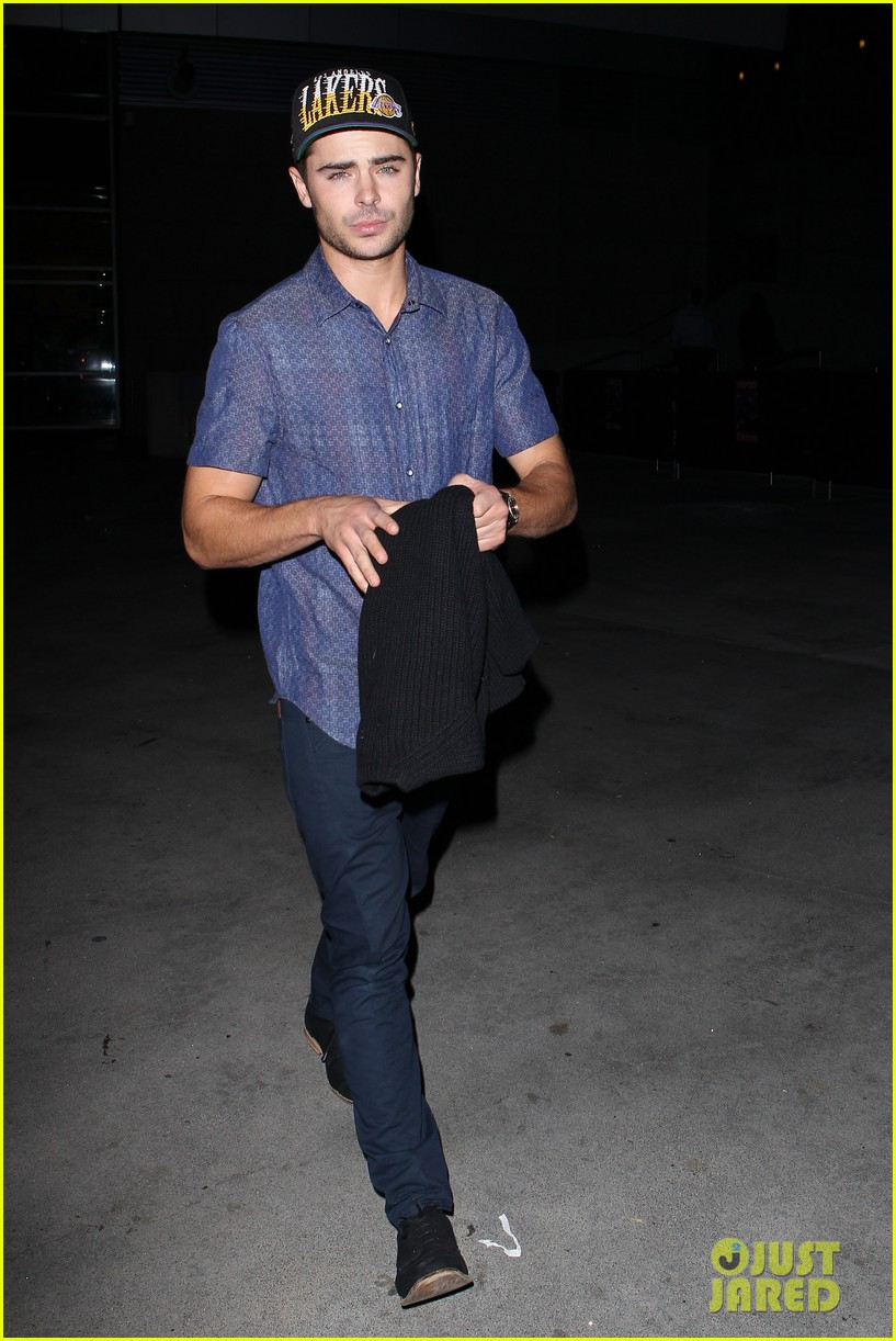 zac efron loves the lakers 03
