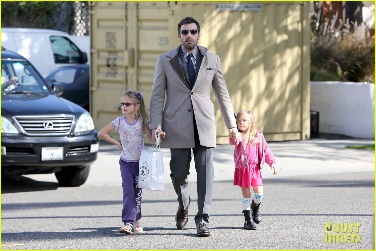 ben affleck williams sonoma shopping with the girls 07