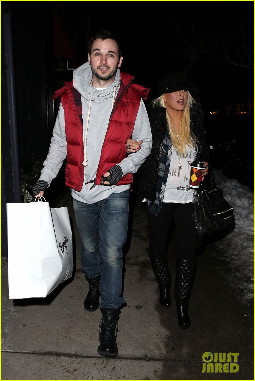 christina aguilera matthew rutler boogies shopping in aspen 012779843