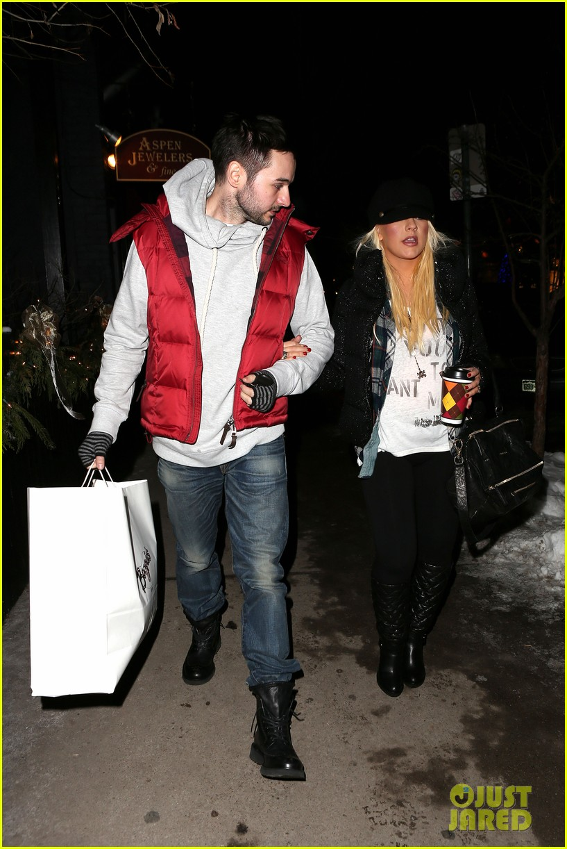 christina aguilera matthew rutler boogies shopping in aspen 03