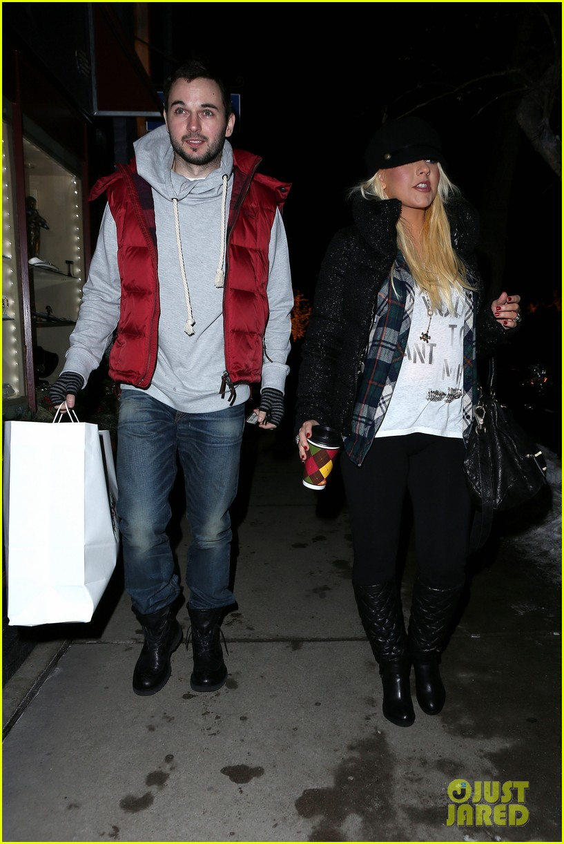 christina aguilera matthew rutler boogies shopping in aspen 05