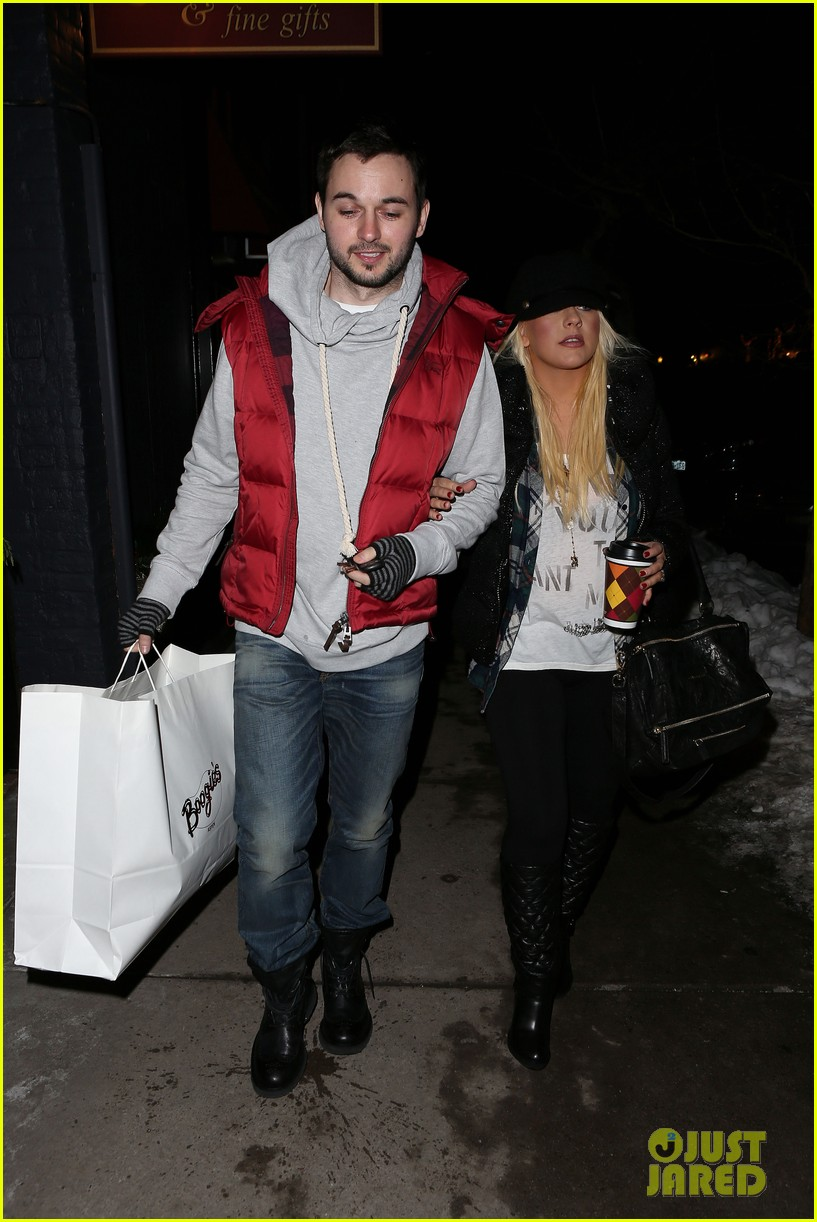 christina aguilera matthew rutler boogies shopping in aspen 11