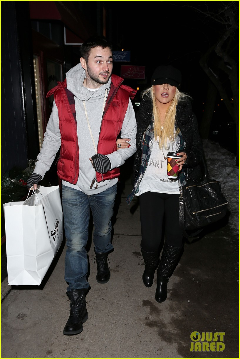 christina aguilera matthew rutler boogies shopping in aspen 132779855