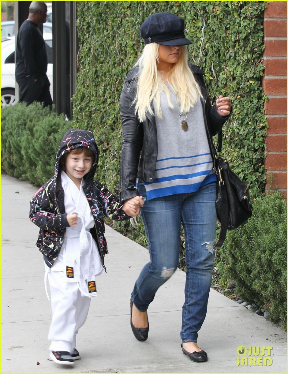 christina aguilera houstons lunch with karate boy max 01