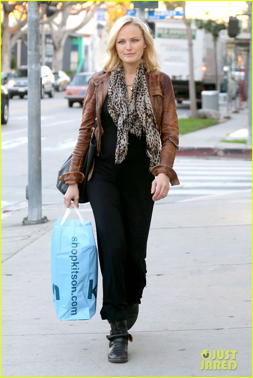 malin akerman kitson christmas shopper 01