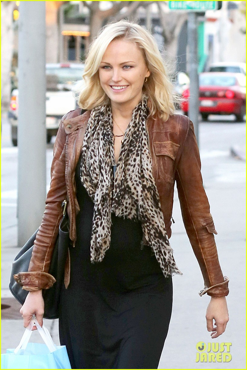 malin akerman kitson christmas shopper 022779228
