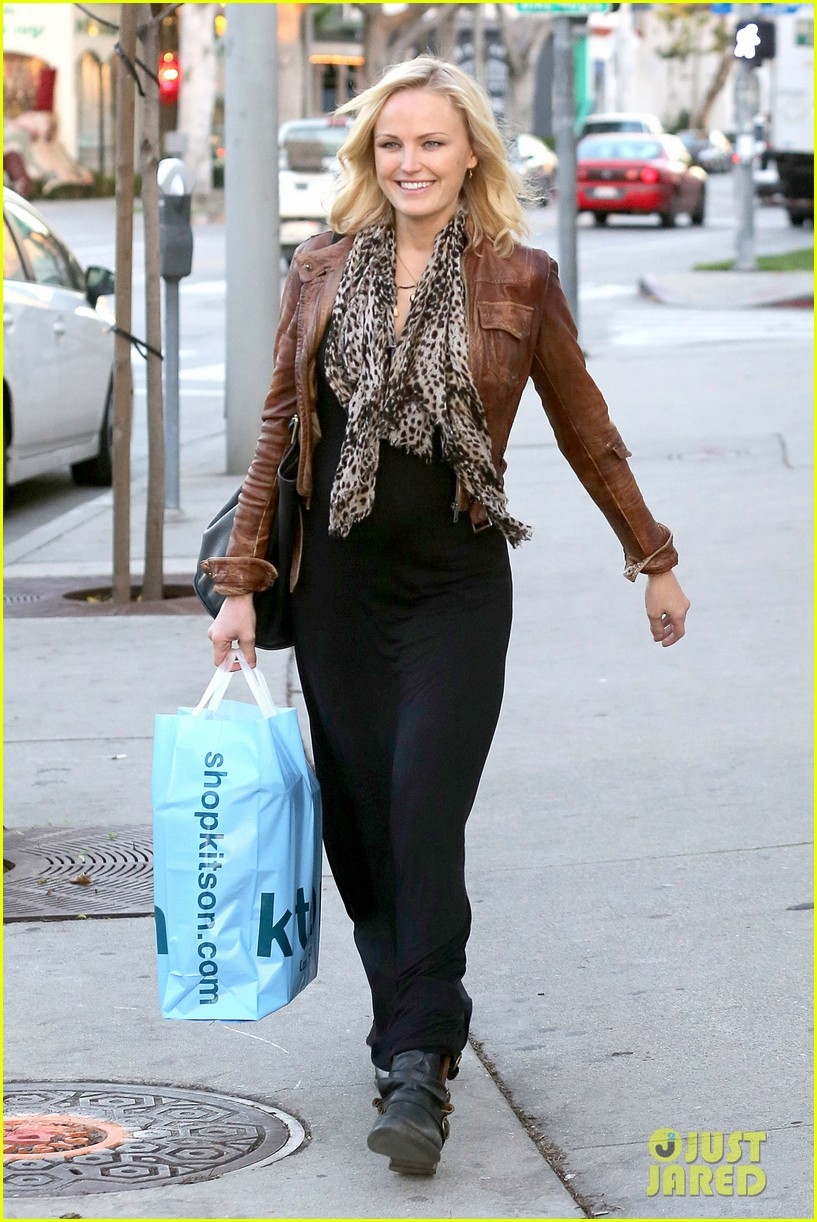 malin akerman kitson christmas shopper 082779235