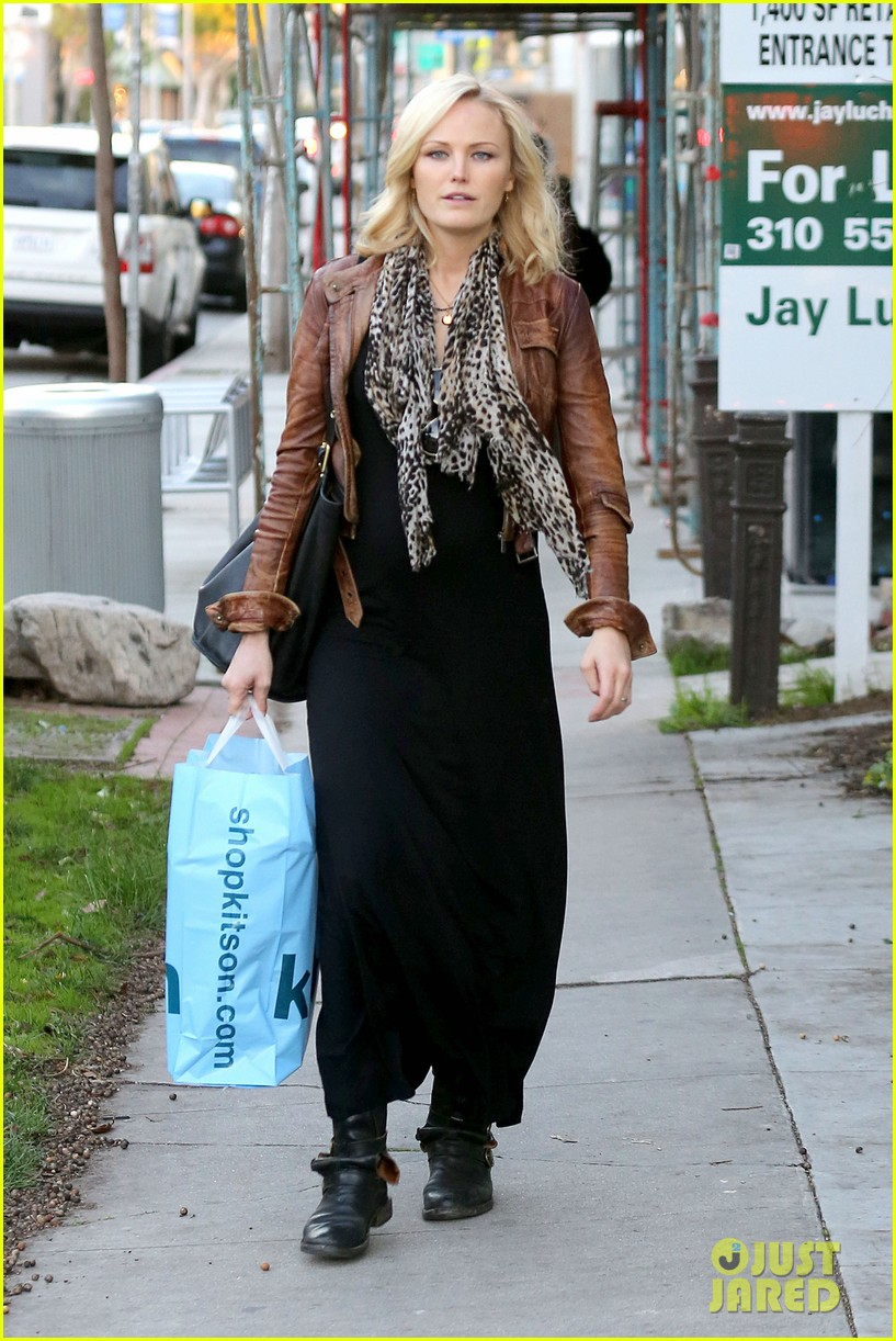 malin akerman kitson christmas shopper 11