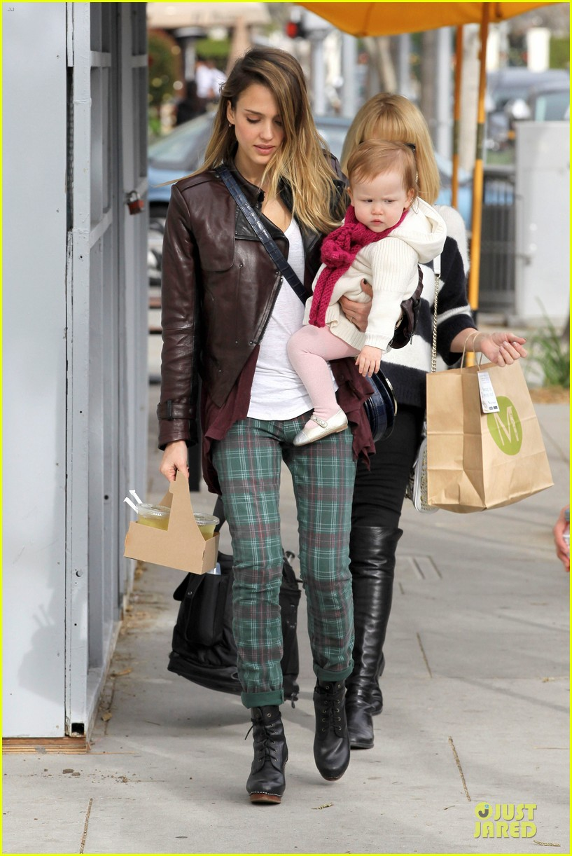 jessica alba & haven last minute holiday shopping with mother catherine 01
