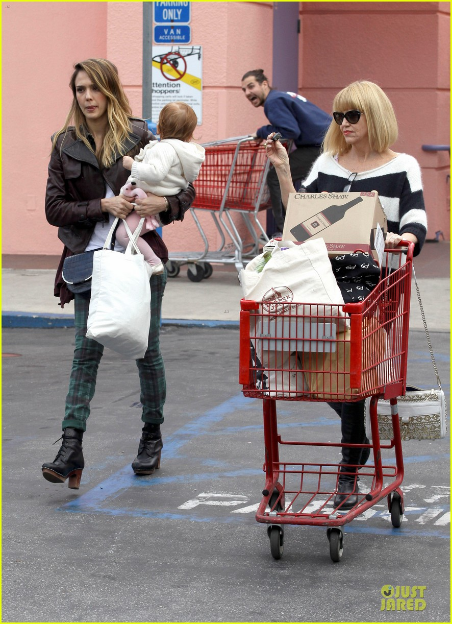 jessica alba & haven last minute holiday shopping with mother catherine 03