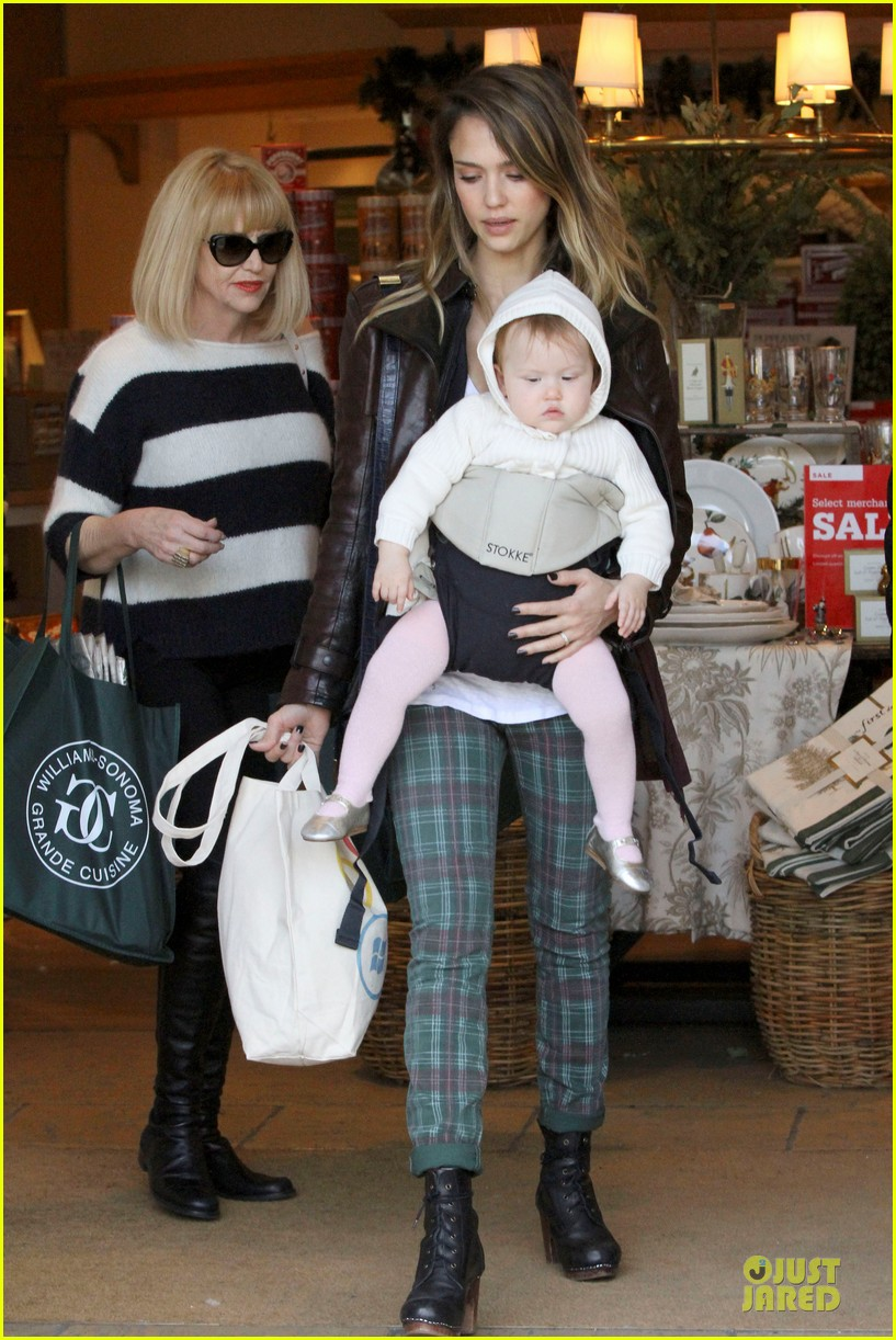 jessica alba & haven last minute holiday shopping with mother catherine 15