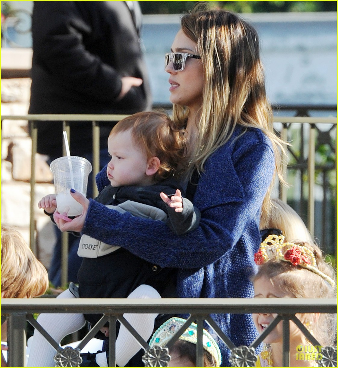 jessica alba & cash warren disneyland with the girls 02