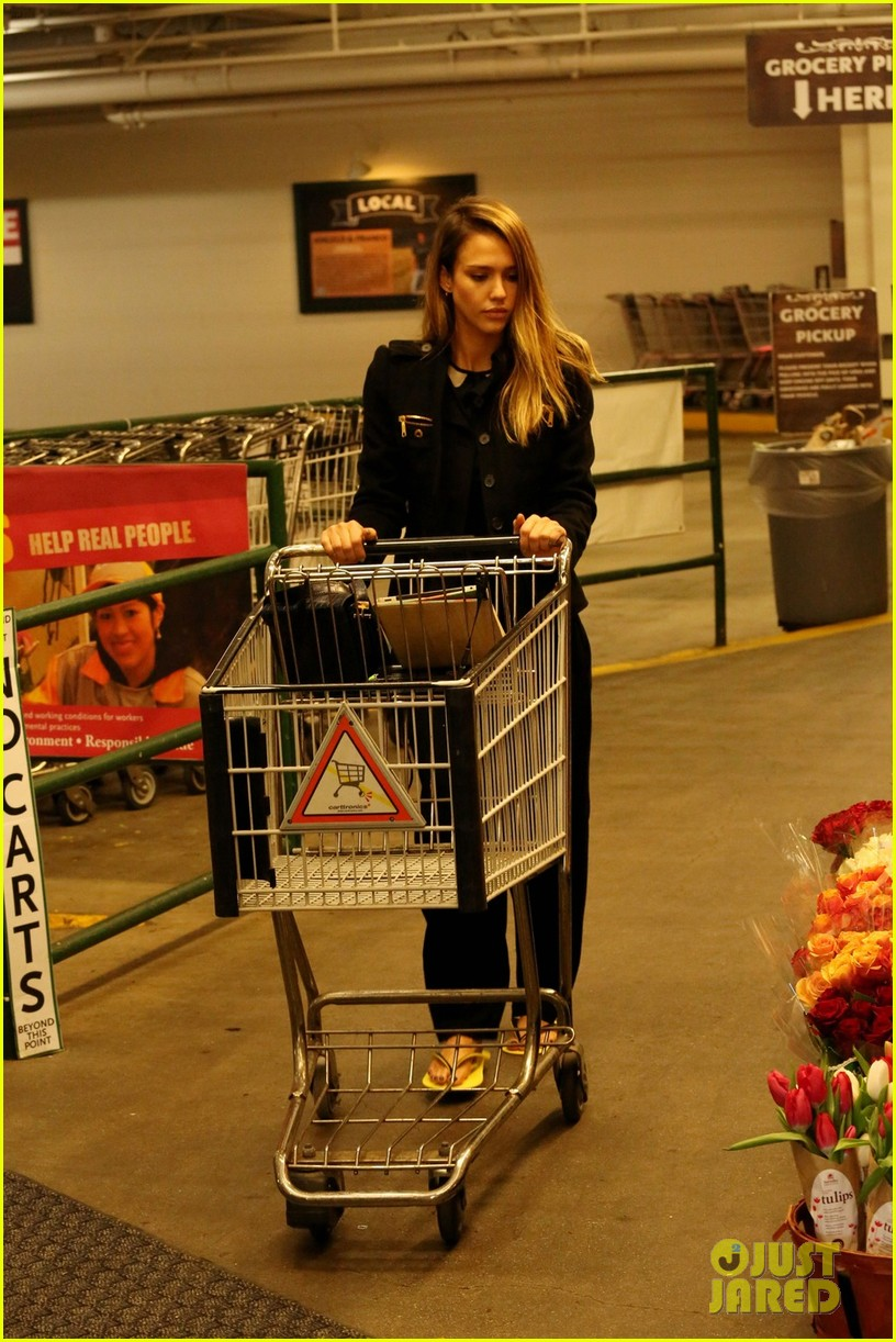jessica alba whole foods shopper 022781679