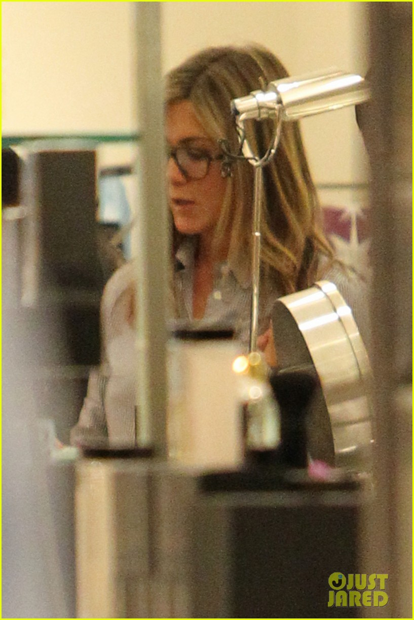 jennifer aniston justin theroux barneys new york shoppers 112772110