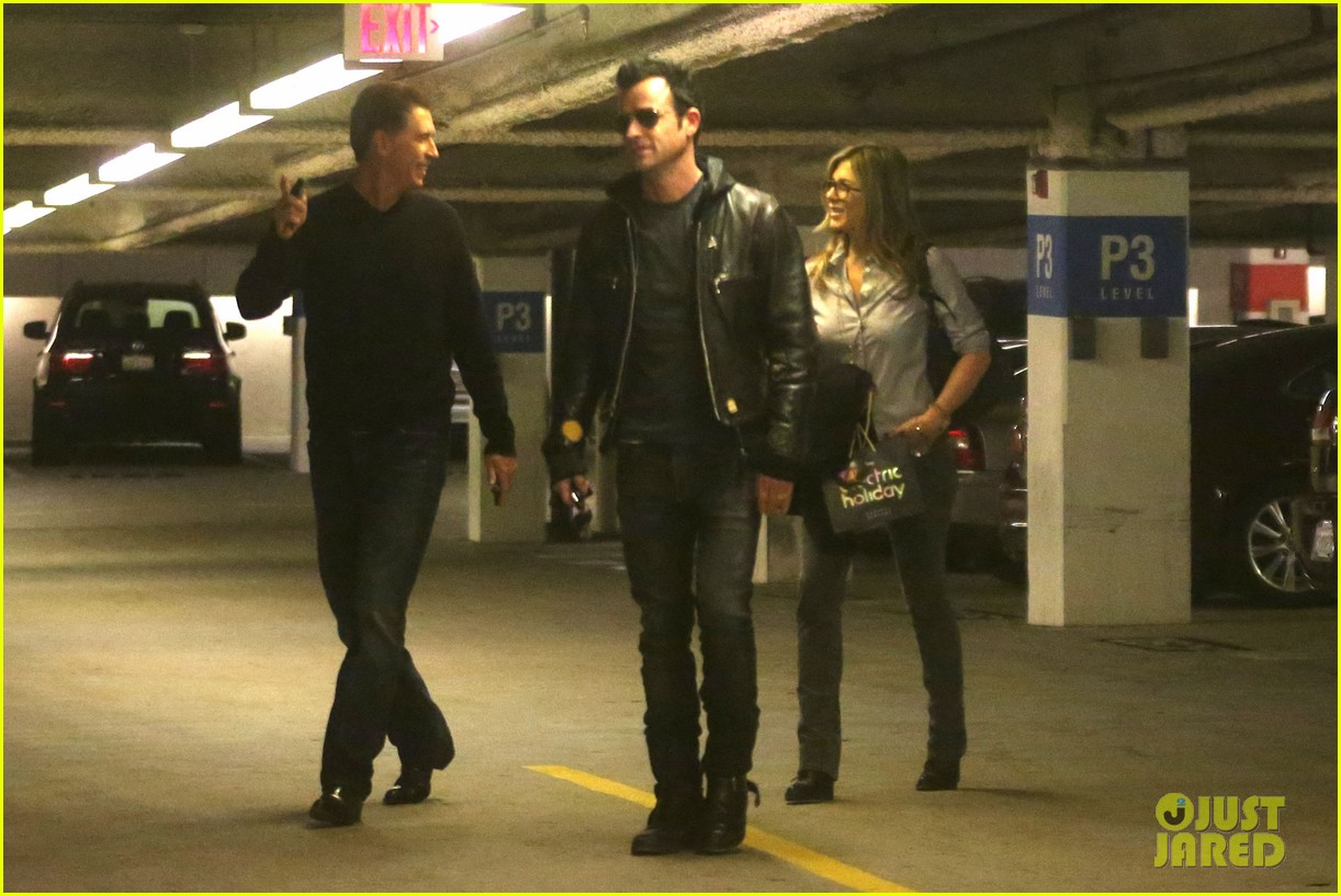 jennifer aniston justin theroux barneys new york shoppers 242772123