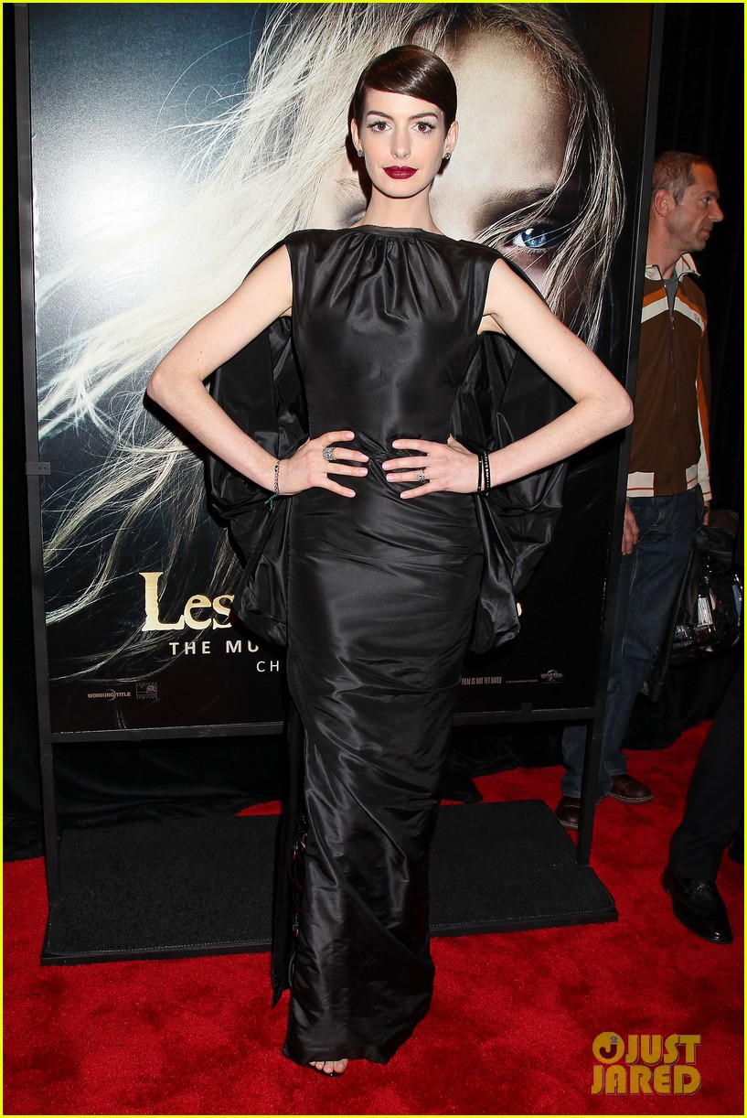 anne hathaway les miserables new york premiere 13