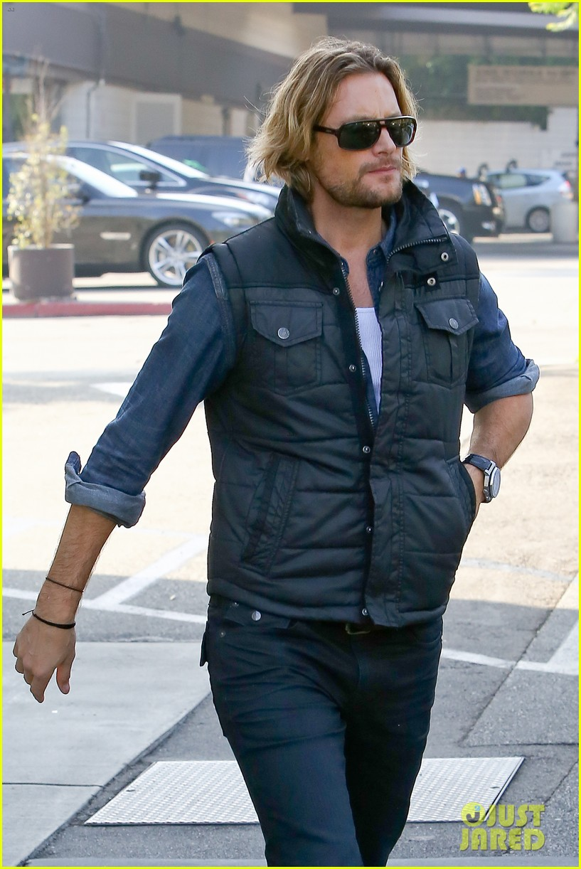 gabriel aubry burgers for lunch 032770706