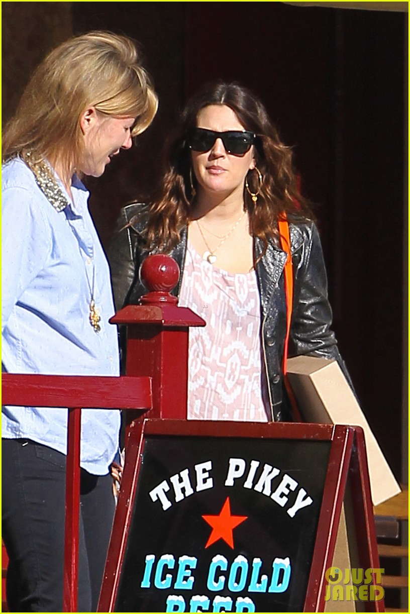 drew barrymore laughing at lunch 03