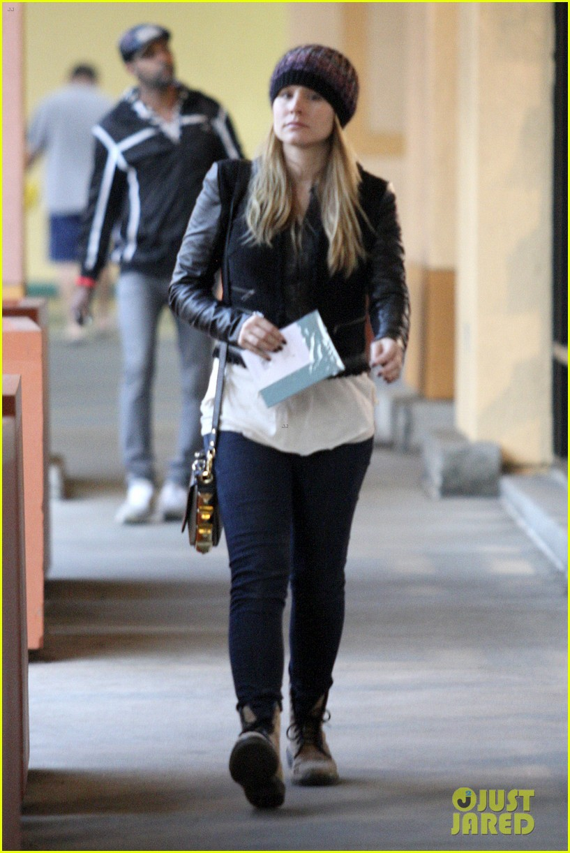 kristen bell holiday card shopper 01