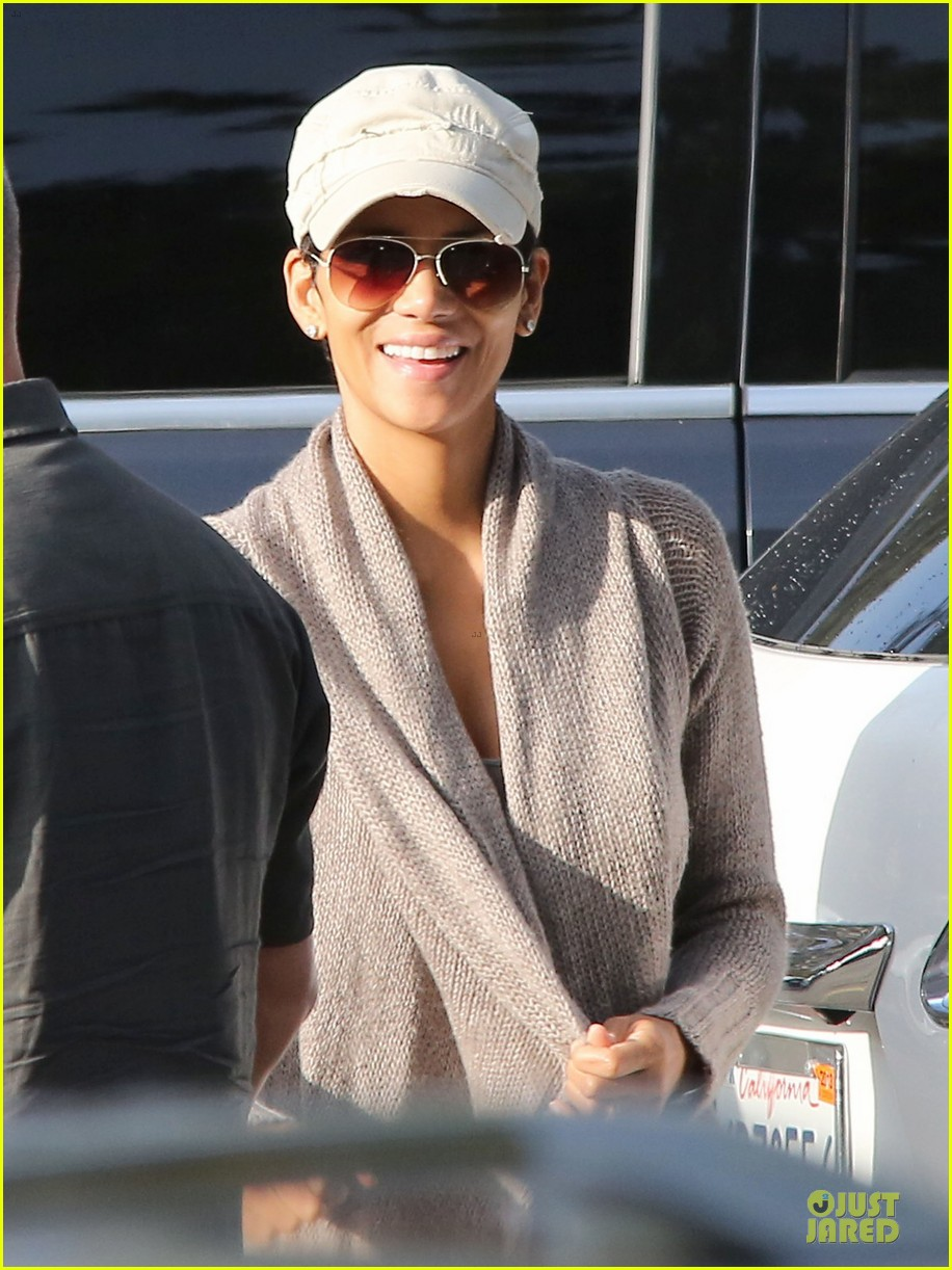 halle berry ex husband eric benet prays for nahla 042769190