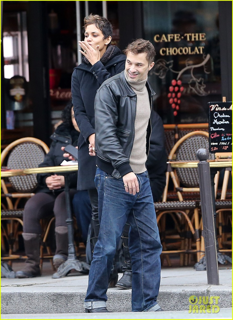 halle berry olivier martinez visit churches in paris 01