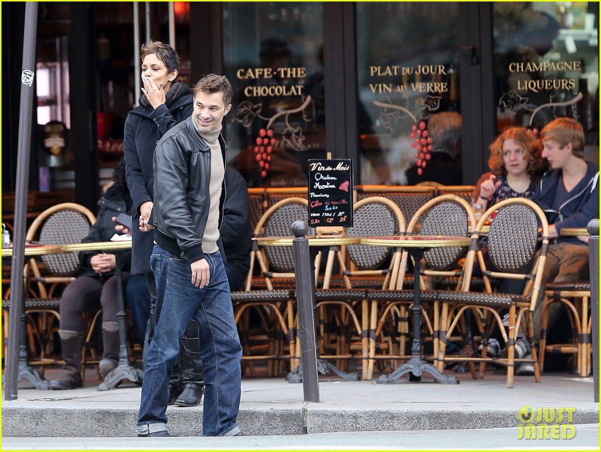 halle berry olivier martinez visit churches in paris 06