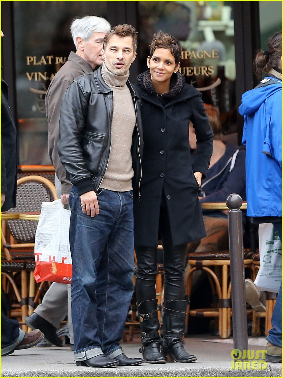halle berry olivier martinez visit churches in paris 08