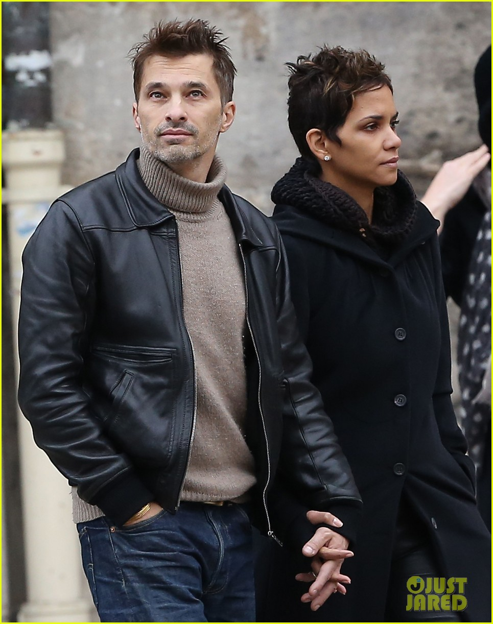 halle berry olivier martinez visit churches in paris 15