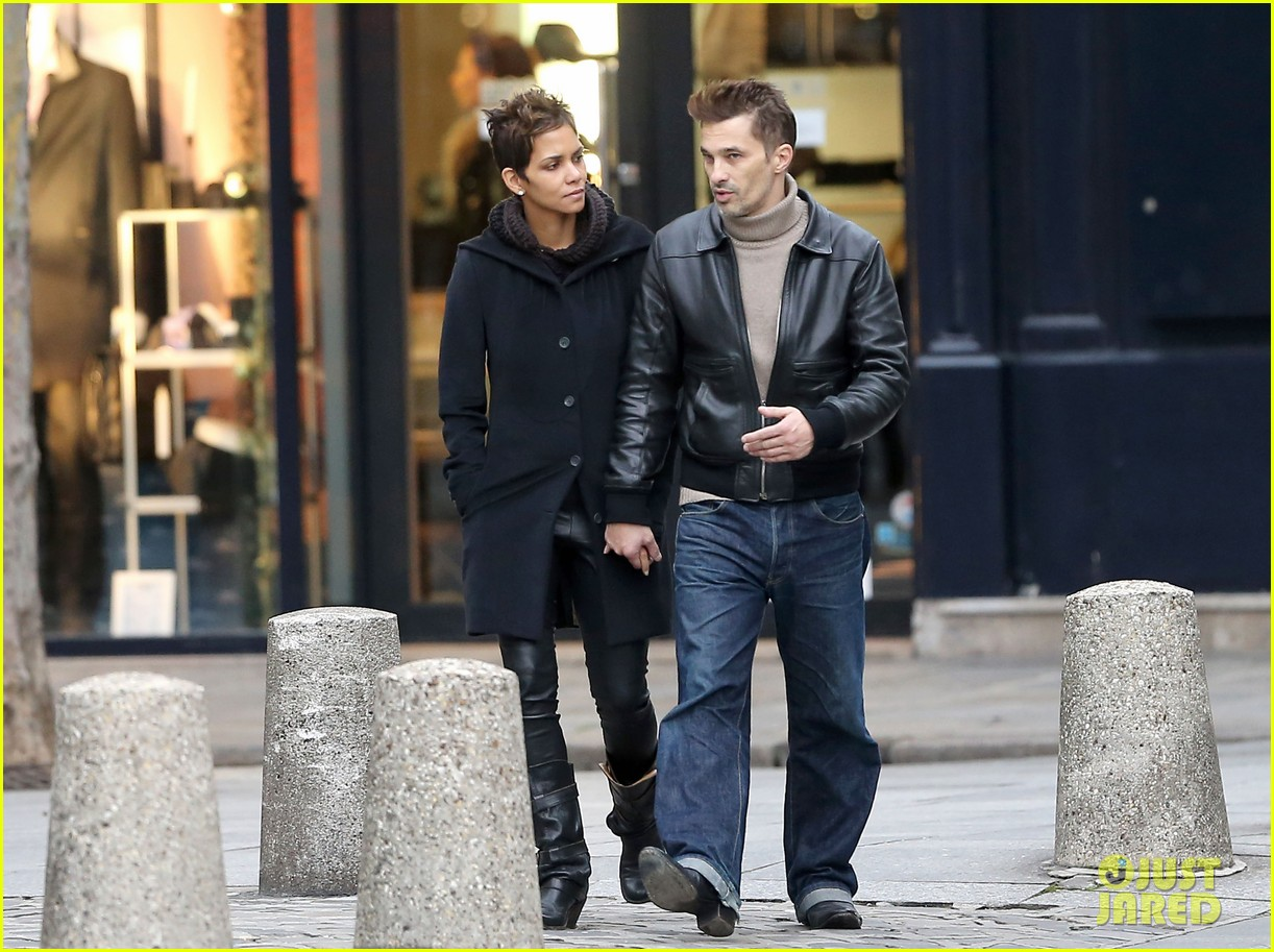 halle berry olivier martinez visit churches in paris 19