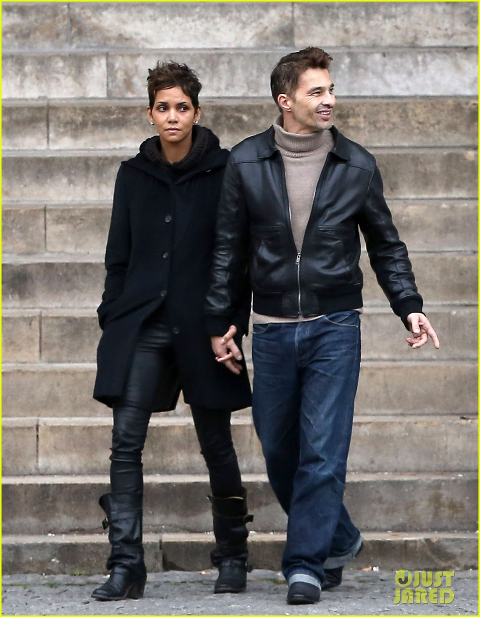 halle berry olivier martinez visit churches in paris 22
