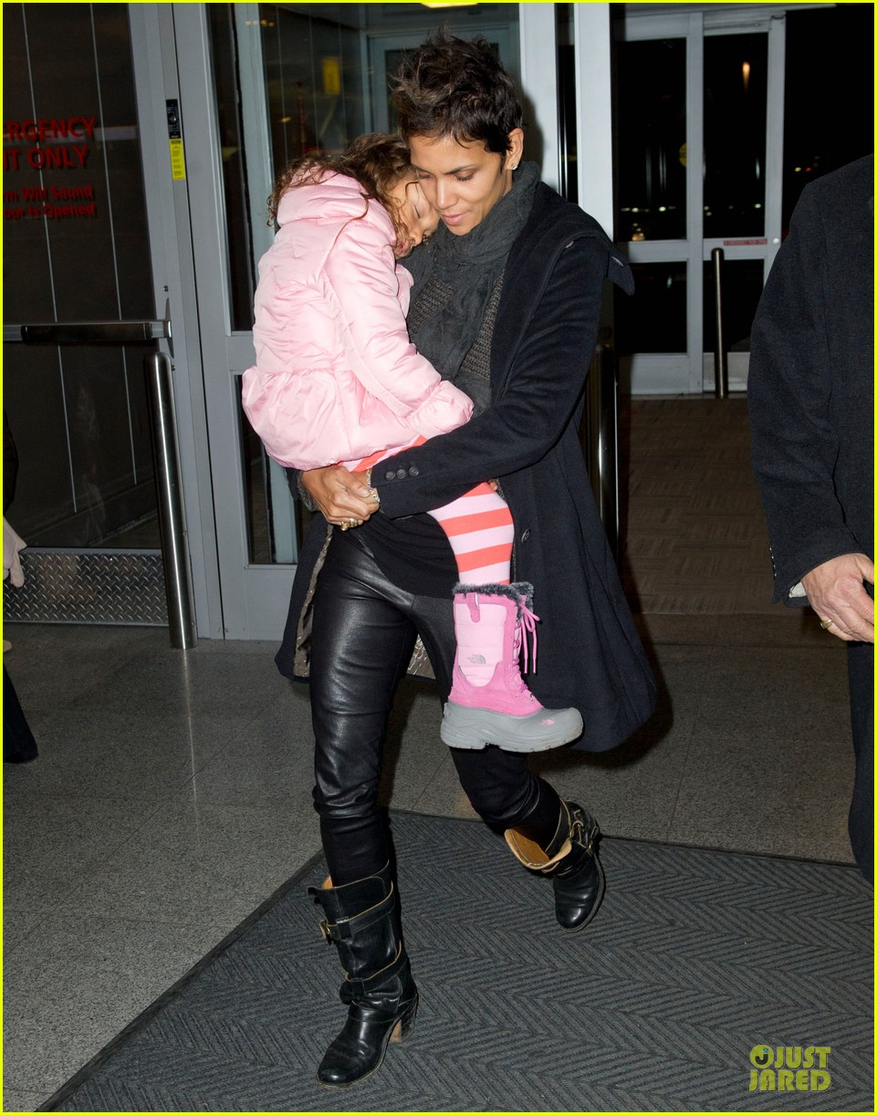 halle berry & nahla post christmas reunion 03