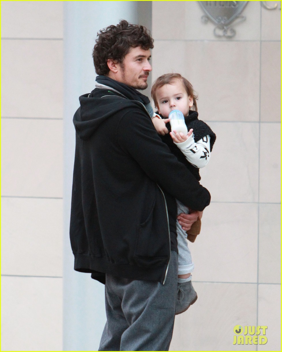 orlando bloom christmas shopping with flynn 072779822