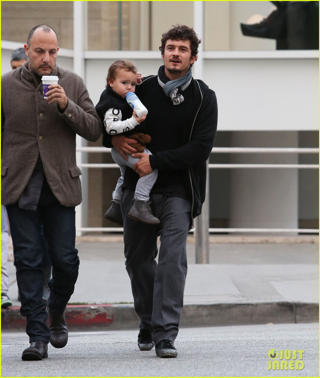 orlando bloom christmas shopping with flynn 11