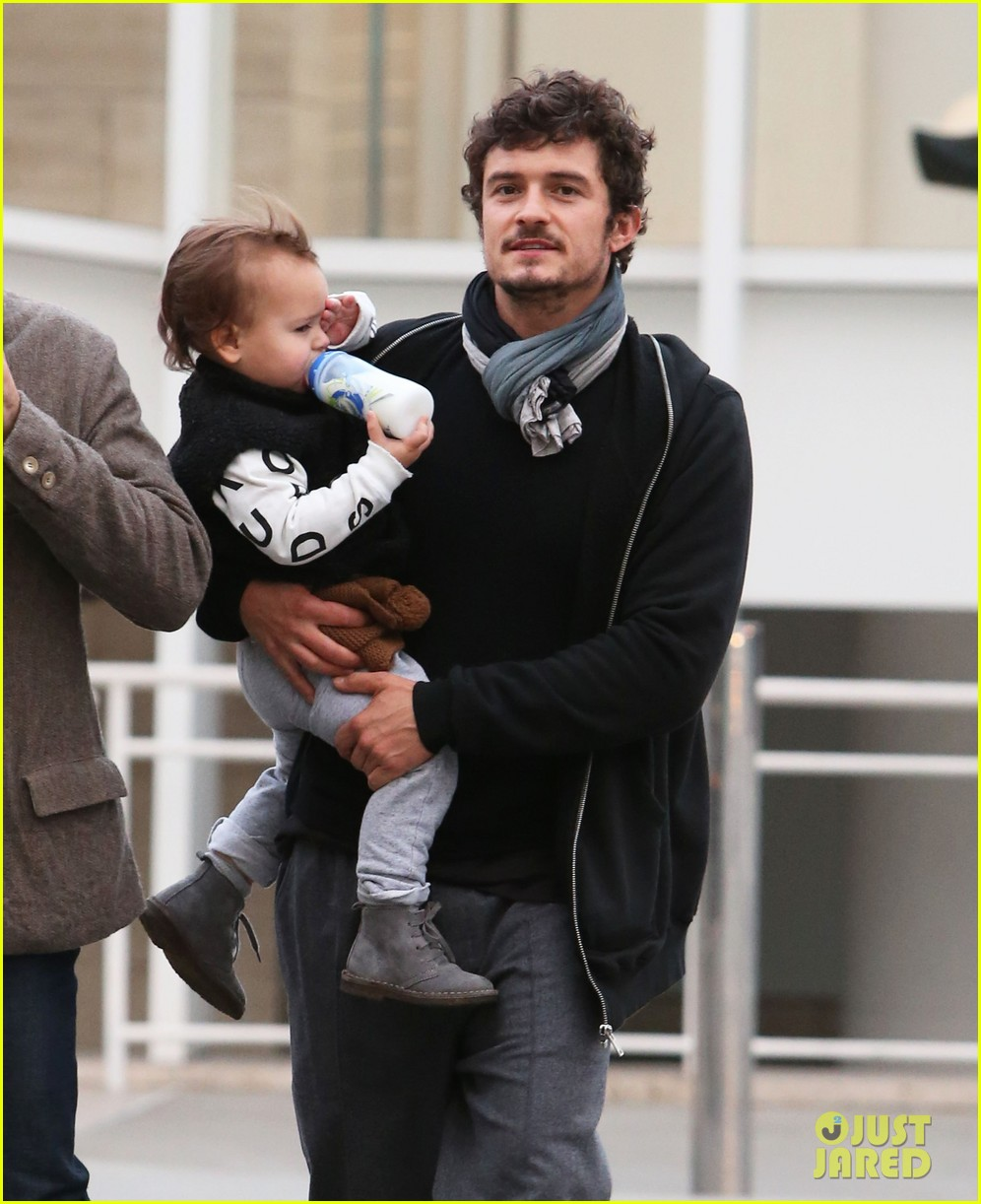 orlando bloom christmas shopping with flynn 12