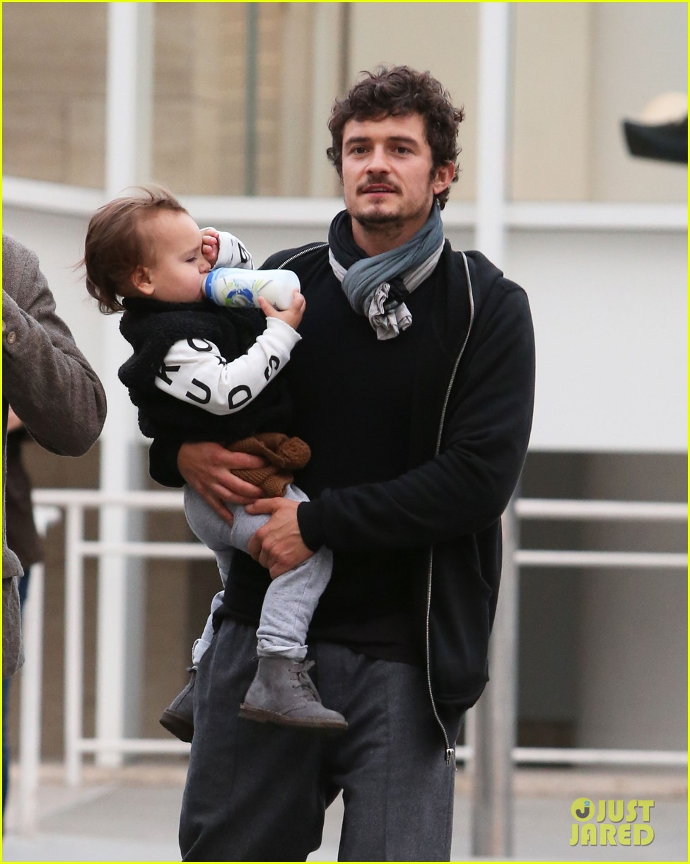 orlando bloom christmas shopping with flynn 13