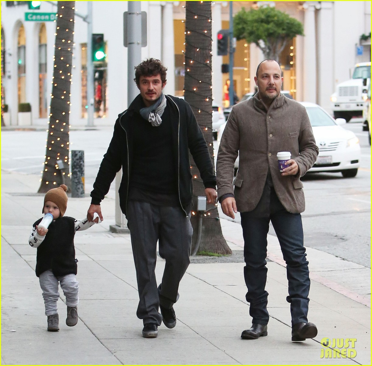 orlando bloom christmas shopping with flynn 272779842
