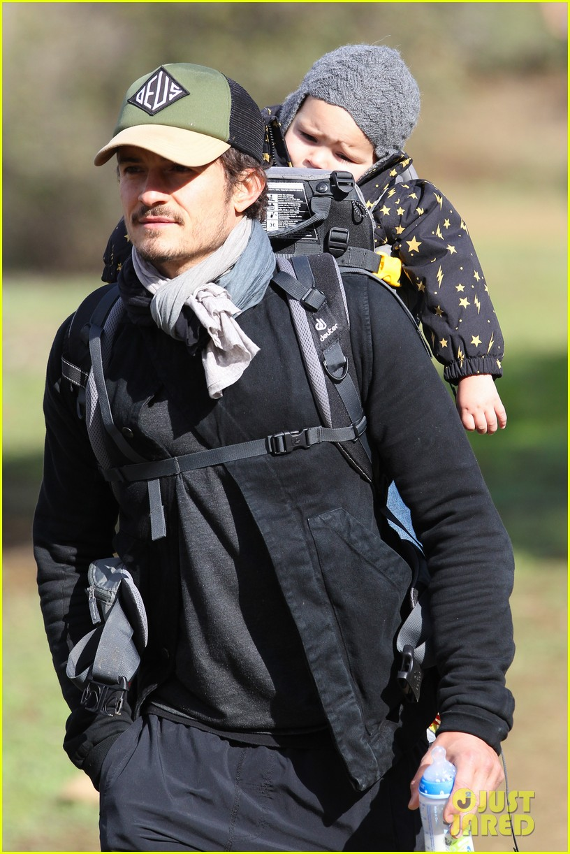 orlando bloom runyon canyon hike with flynn 08