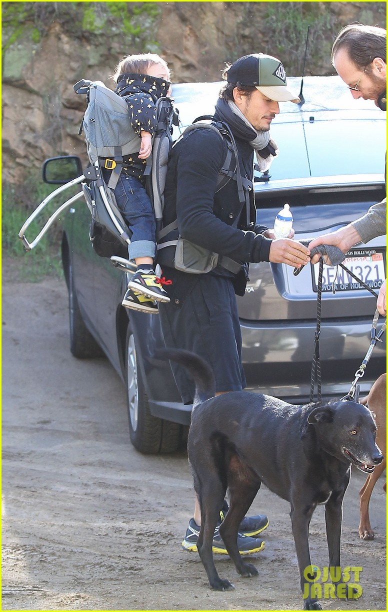 orlando bloom runyon canyon hike with flynn 18