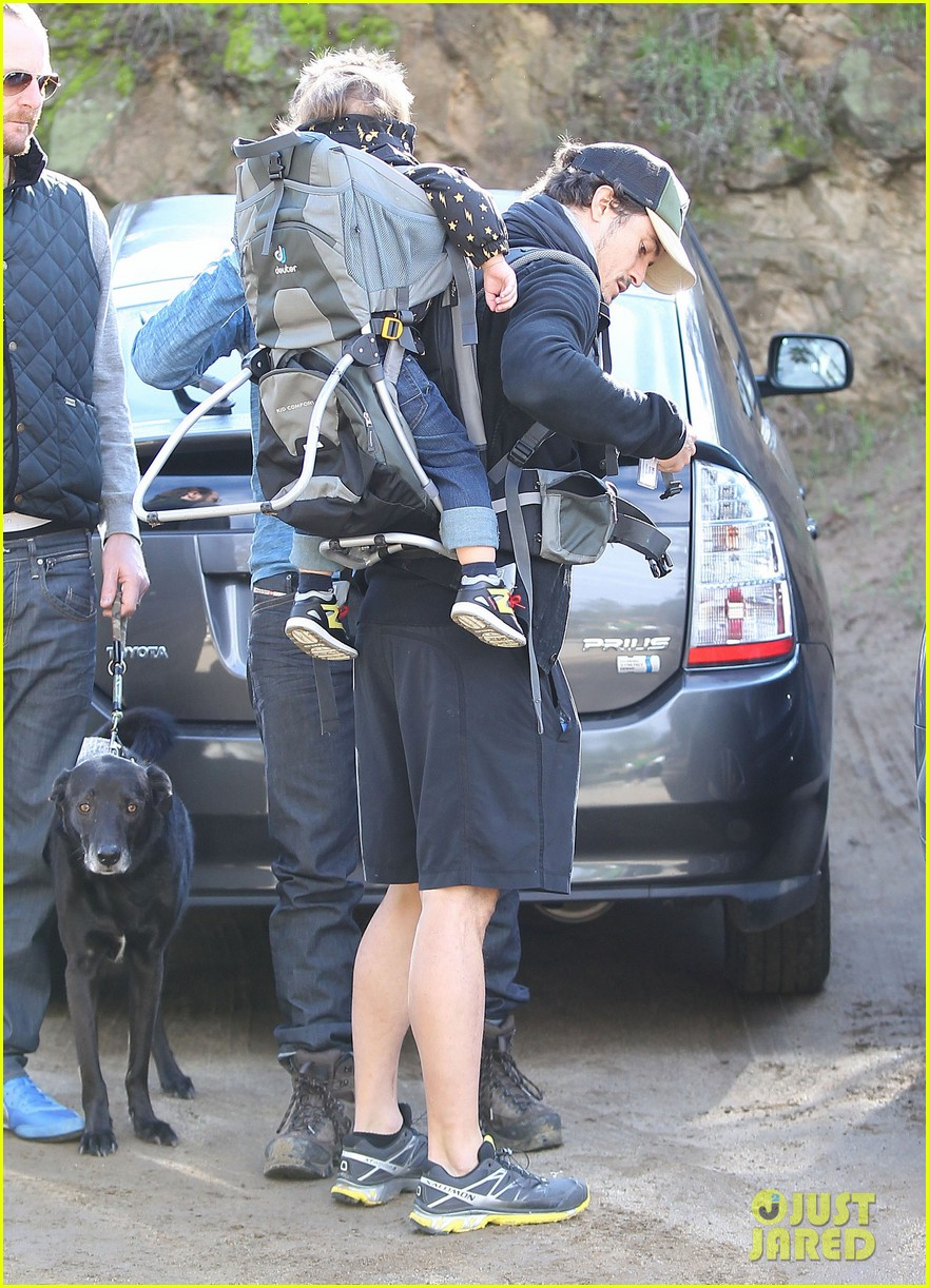 orlando bloom runyon canyon hike with flynn 21