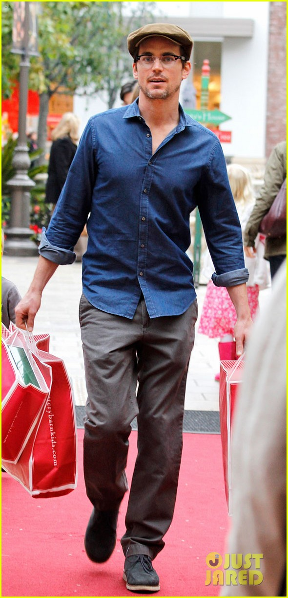 matt bomer shopping the grove 01