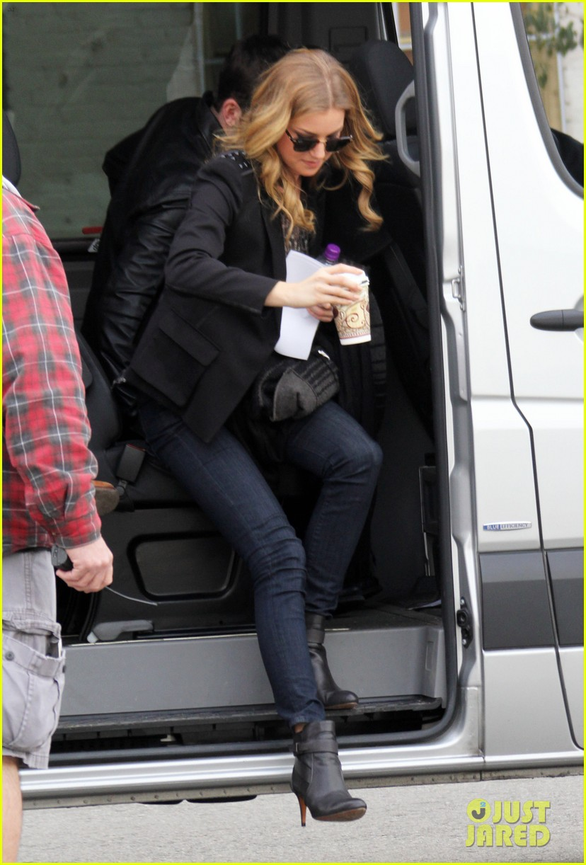 emily vancamp films revenge josh bowman is da man 11