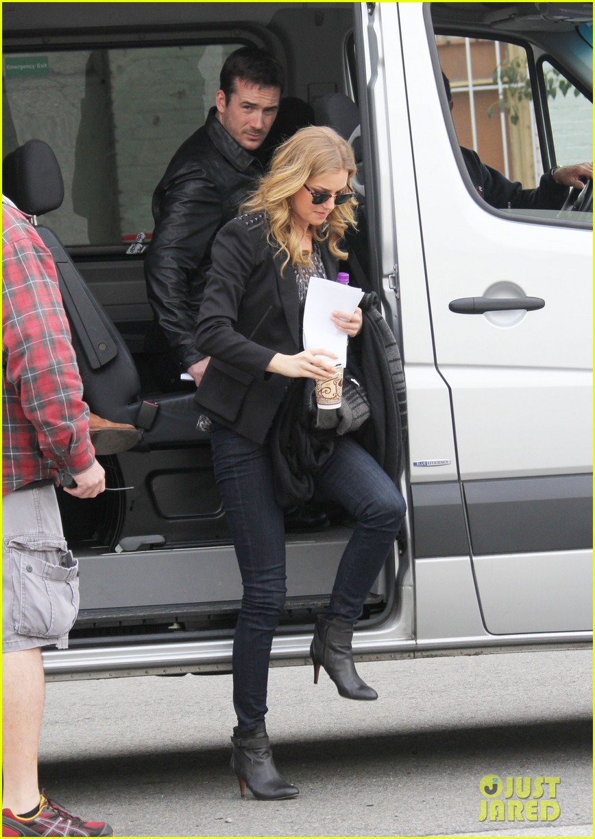 emily vancamp films revenge josh bowman is da man 122775724