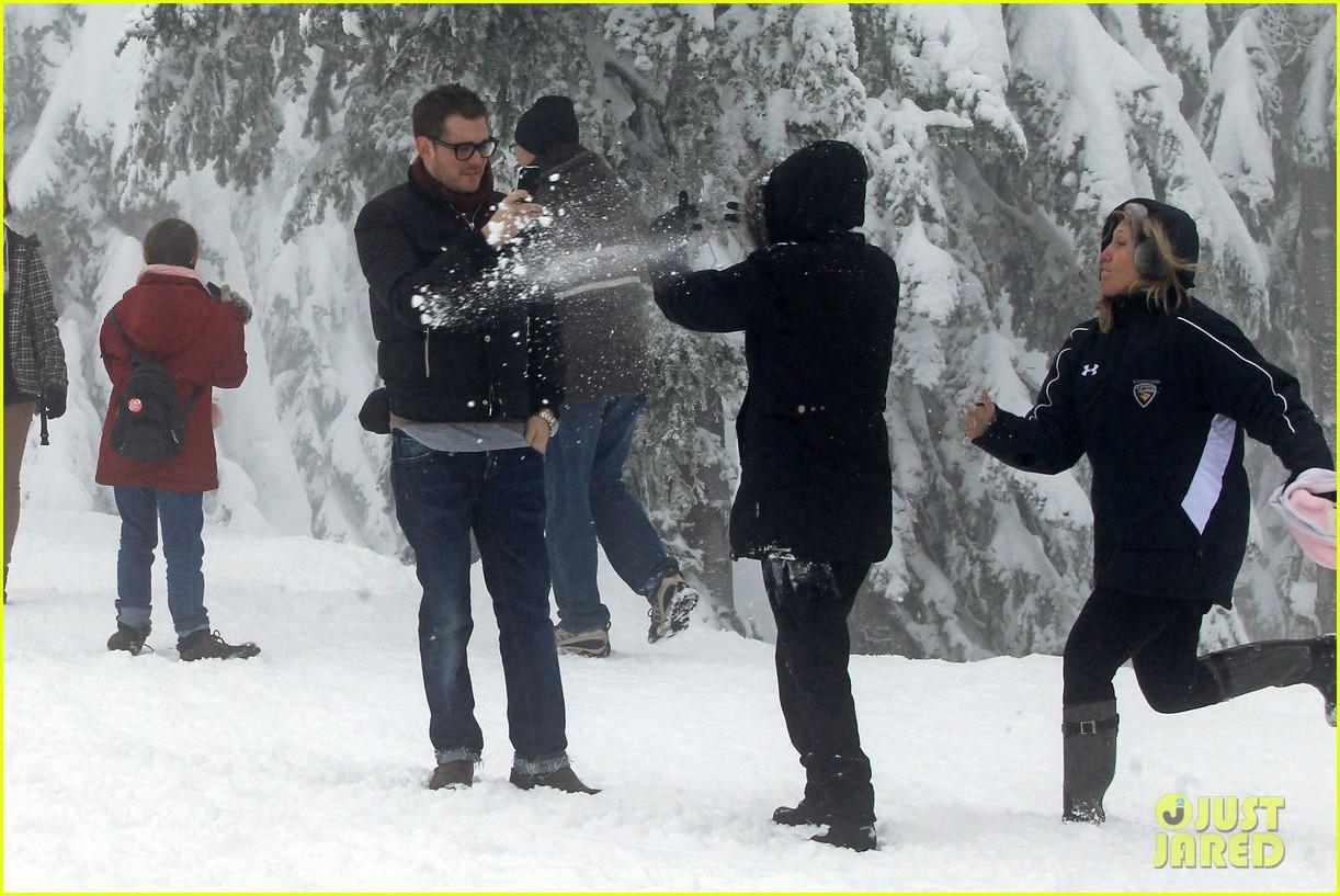 michael buble luisana lopilato snowy sweethearts 132781640