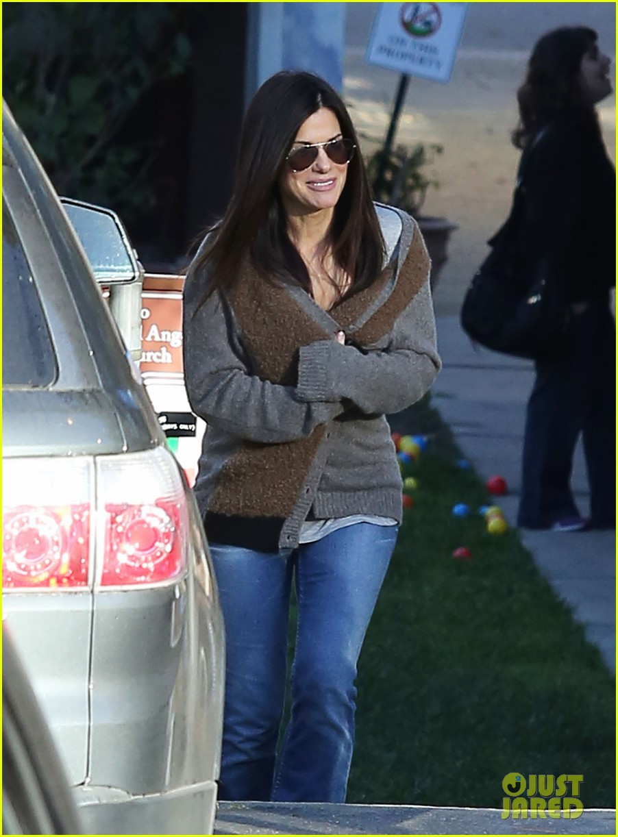 sandra bullock smiley school drop off 09