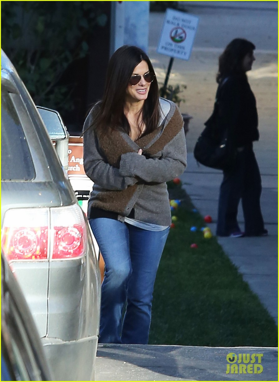 sandra bullock smiley school drop off 10